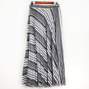 Atmosphere striped accordion pleated maxi skirt